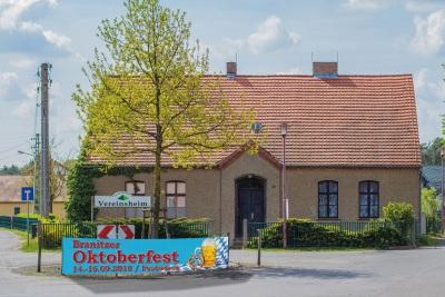 Banner für das Oktoberfest in Branitz/Cottbus